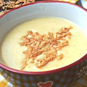 Kukoricakrémleves reszelt sajtchipsszel
