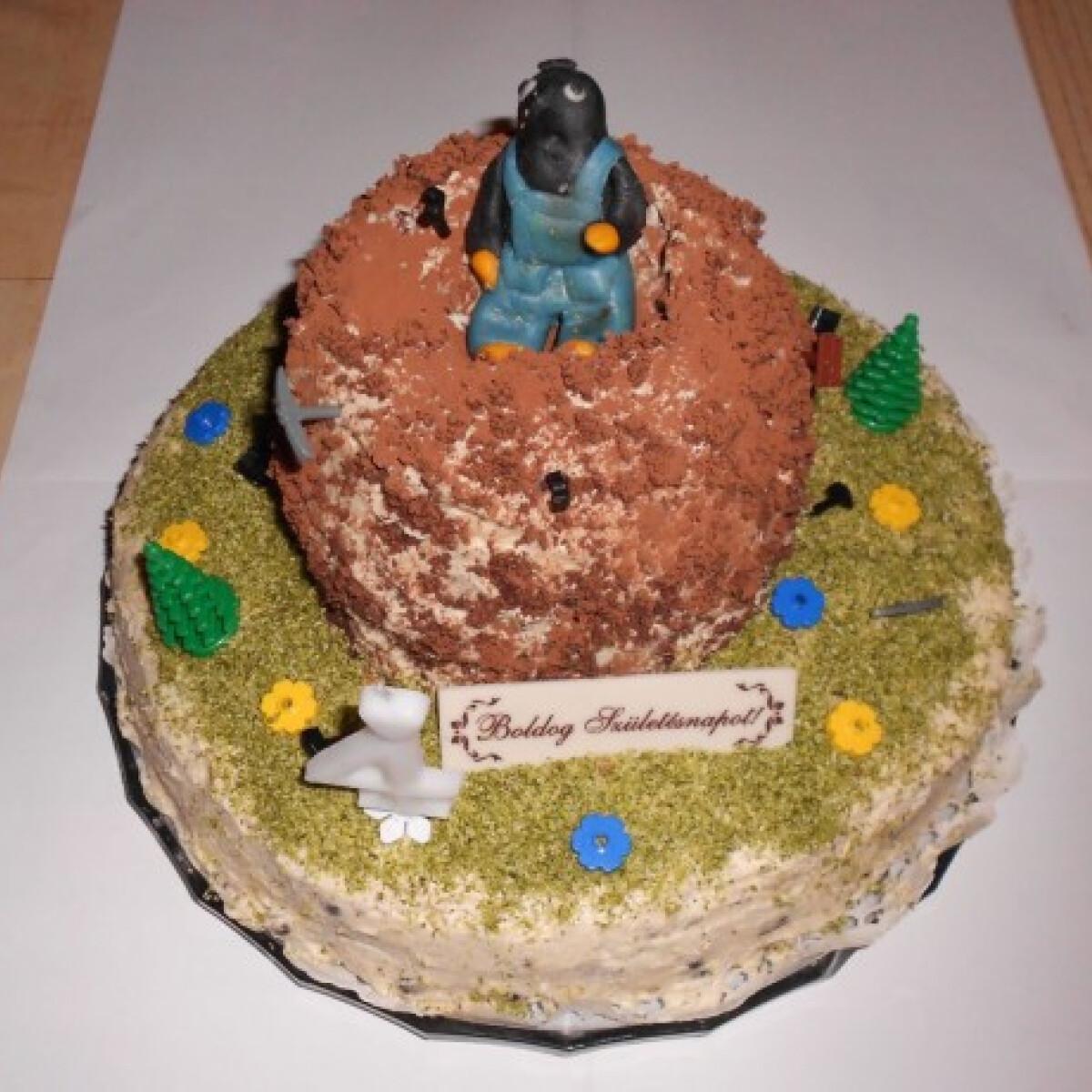 Ezen a képen: Kisvakondos emeletes torta