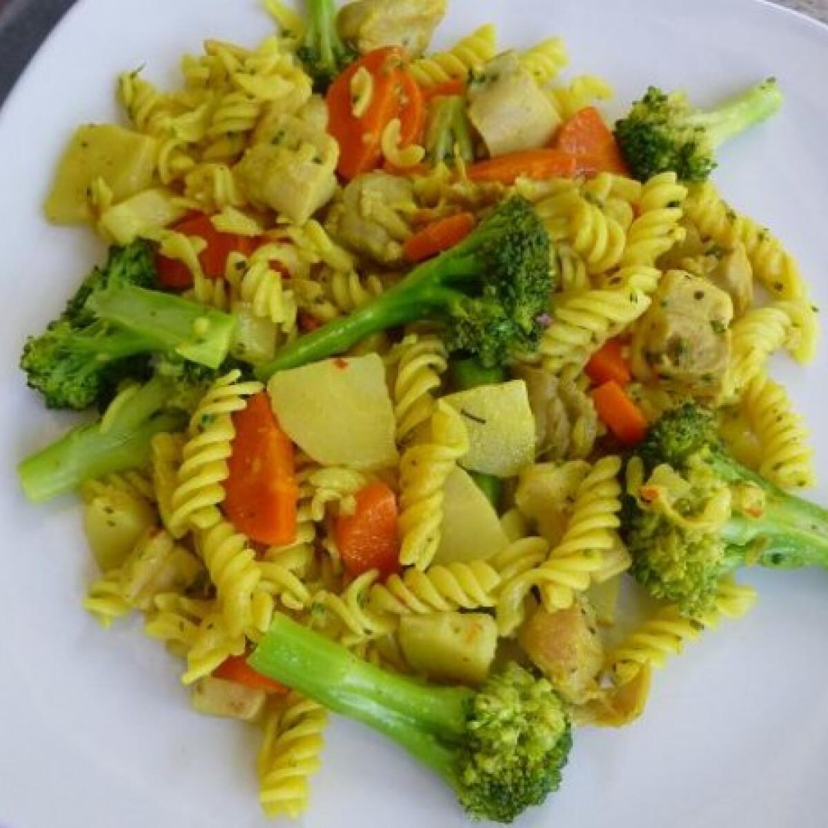 Zöldséges-csirkés tészta
