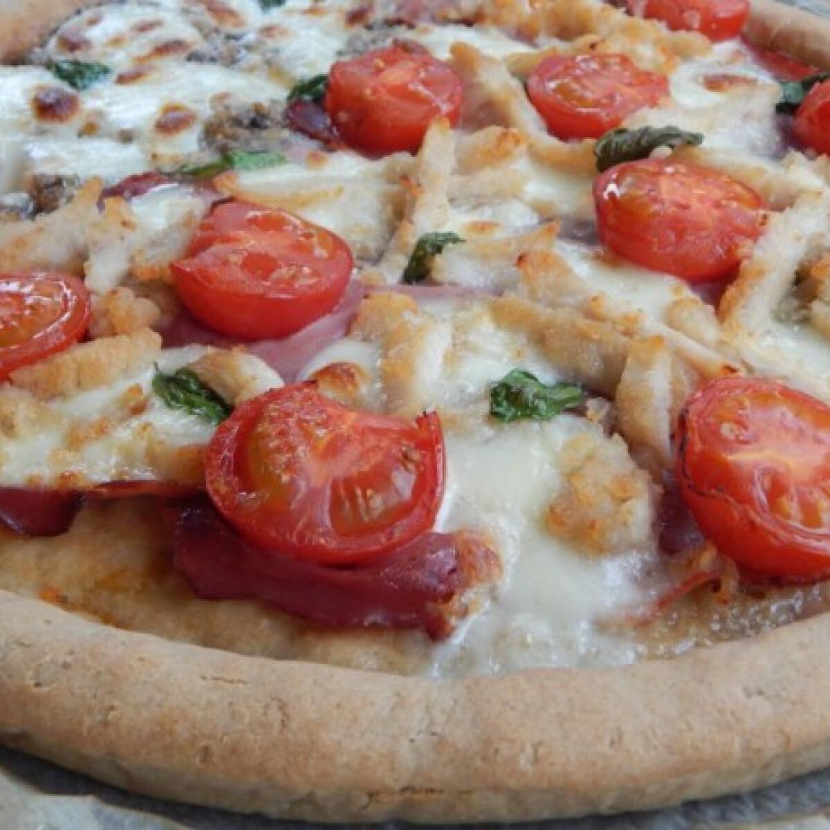 Ezen a képen: Pizza gluténmentesen rizslisztből