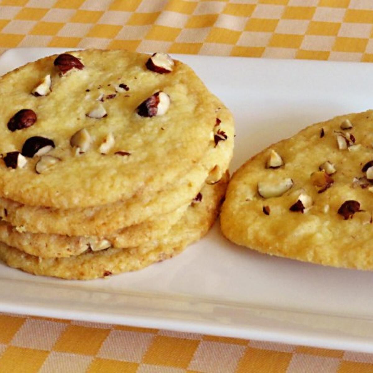Ezen a képen: Fehércsokoládés-kókuszos cookie