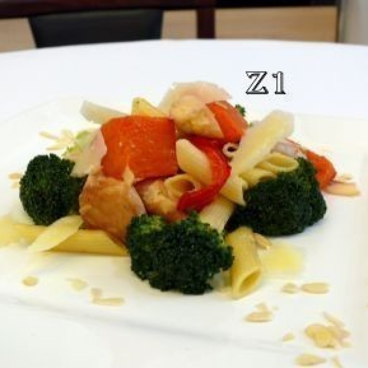 Ezen a képen: Csirkehúsos, brokkolis, sütőtökös penne
