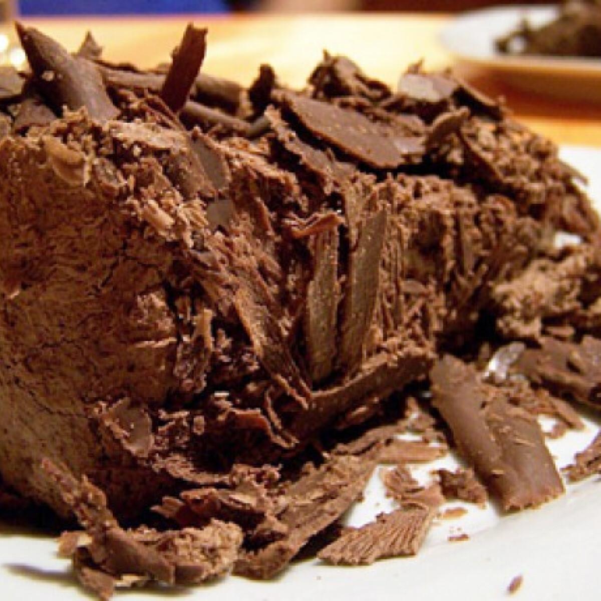 Ezen a képen: Tejszínkrémes csokoládétorta