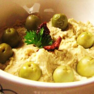 Humusz olívabogyóval