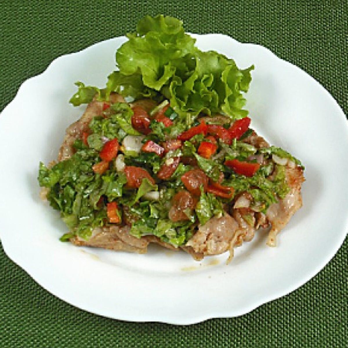 Ezen a képen: Salátás csirkecomb