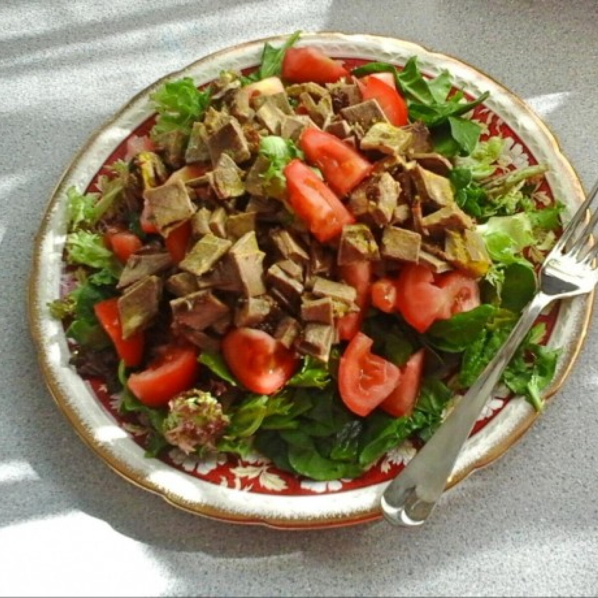 Ezen a képen: Mustáros marhahúsos saláta
