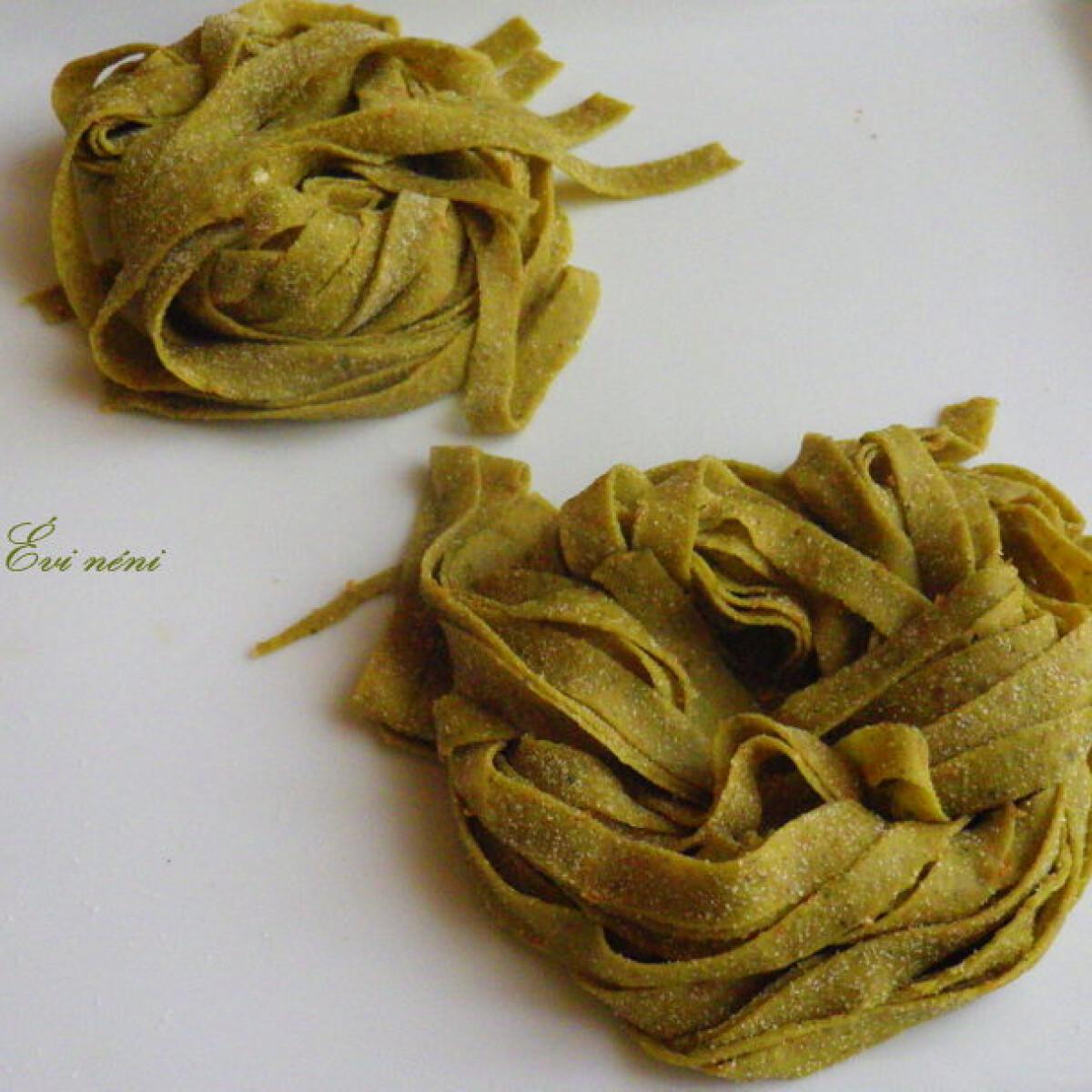 Ezen a képen: Írós-kovászos tökmagos tészta