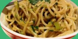 Csípős spagetti sült dióval