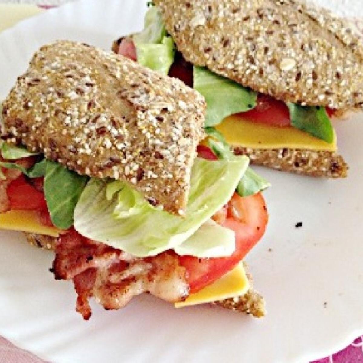 Ezen a képen: BLT szendvics sajttal