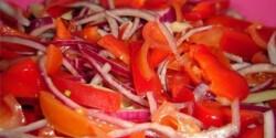 Hagymás paprika-paradicsom saláta