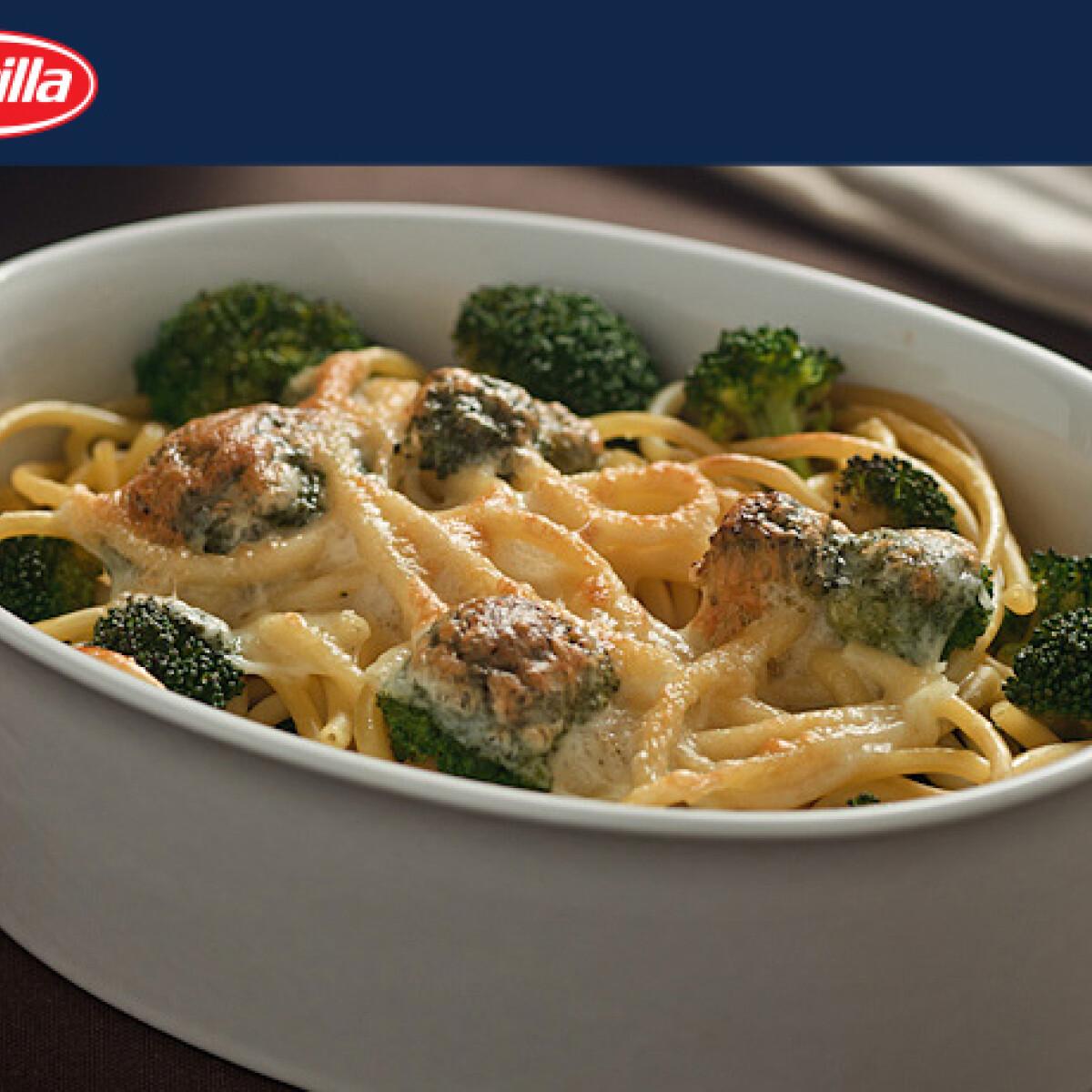 Ezen a képen: Sajtos és brokkolis spagetti