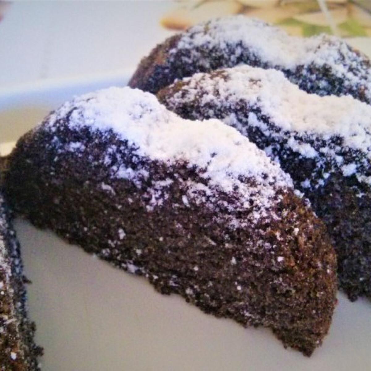 Ezen a képen: Vörösboros-rumos mákos sütemény
