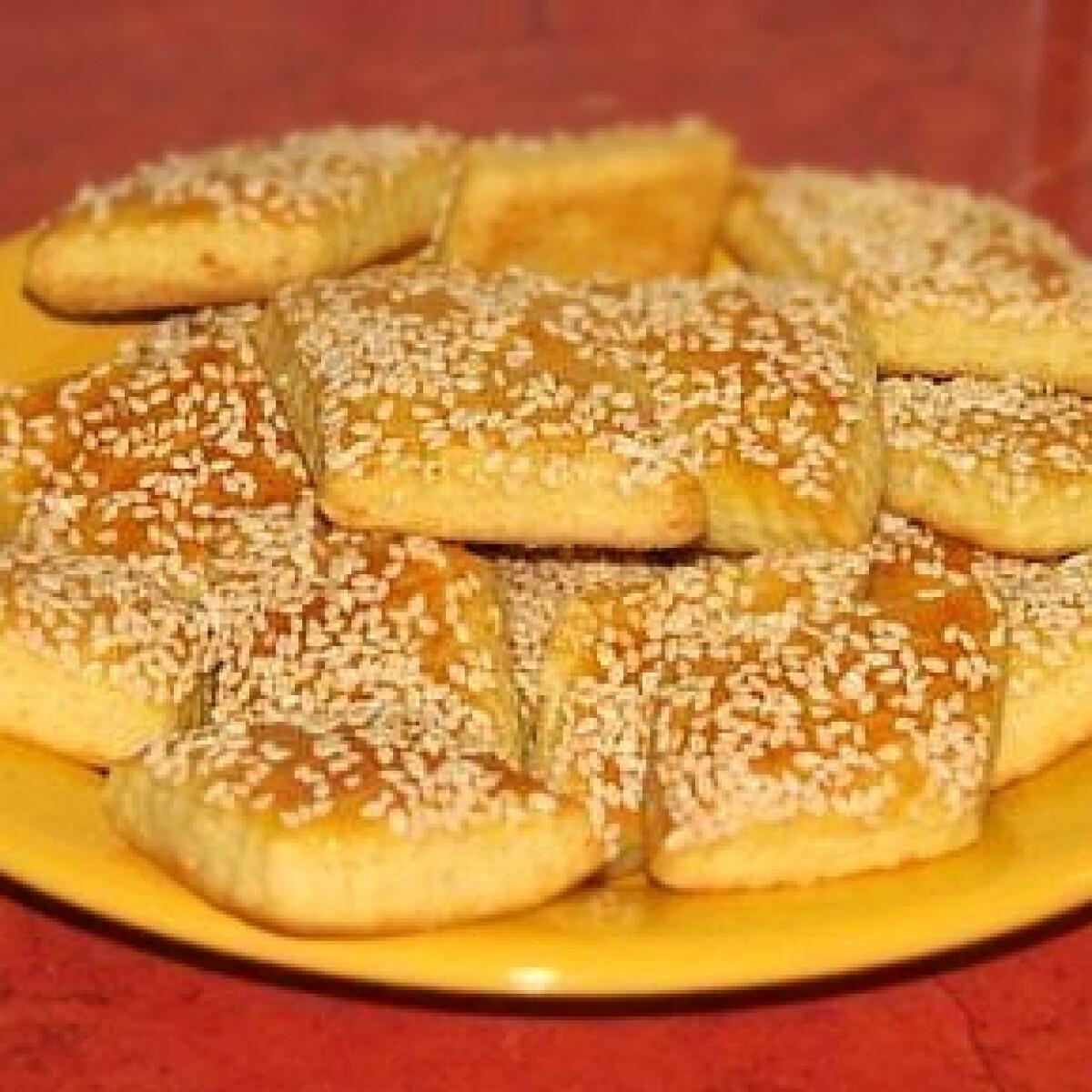 Ezen a képen: Omlós magvas-sajtos négyszög