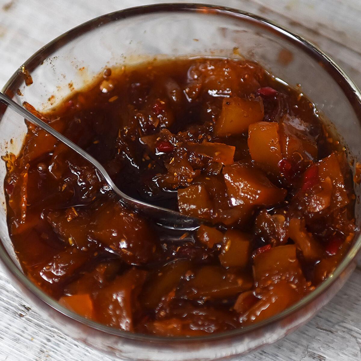 Ezen a képen: Fűszeres mangó chutney