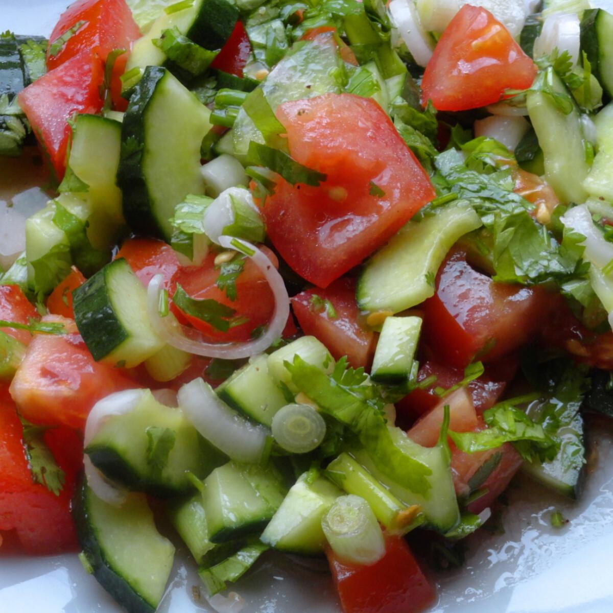 Ezen a képen: Ciprusi korianderes saláta