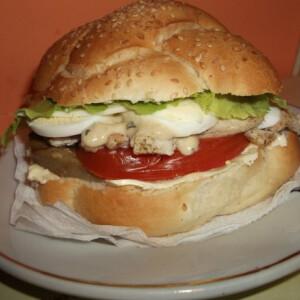 Minden finomsággal megtöltött szendvics