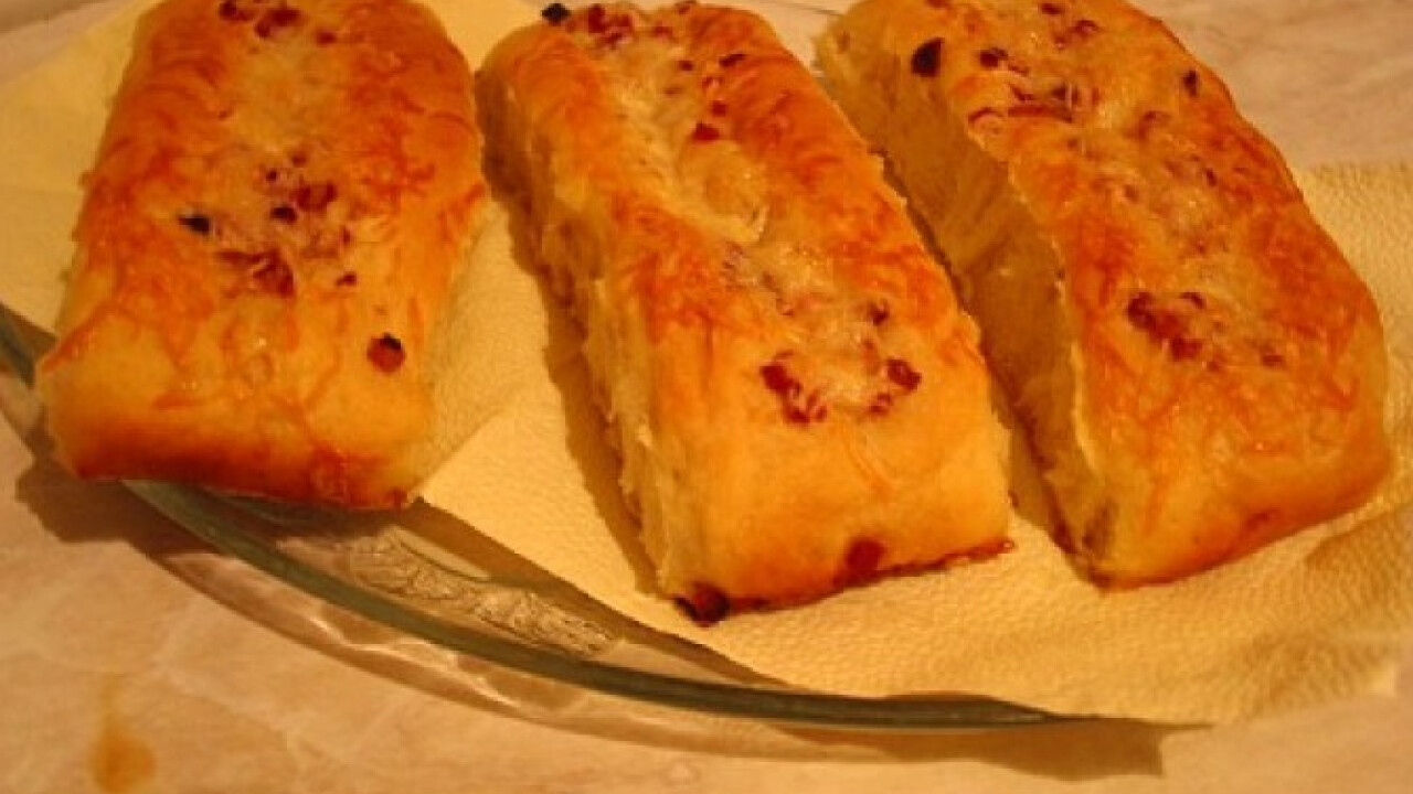 Sajtos-baconös stangli