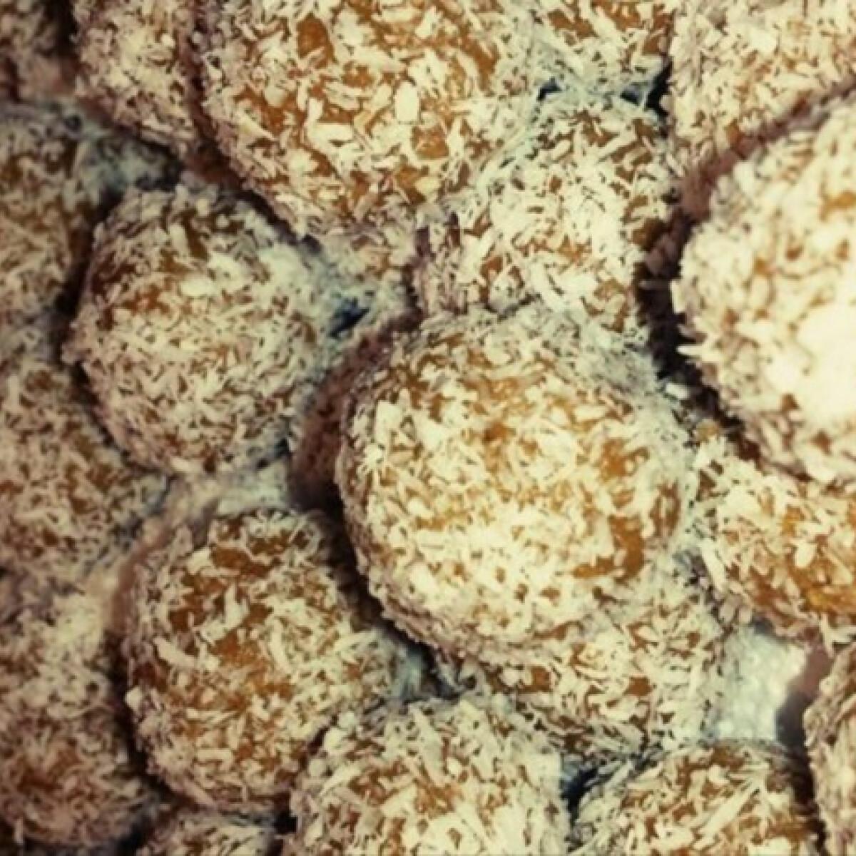 Ezen a képen: Kókuszgolyó Rékanya konyhájából