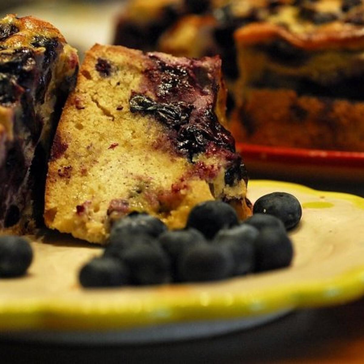 Ezen a képen: Áfonyás süti Marcsustól