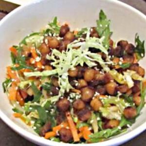 Szezámos pirított csicseri salátával