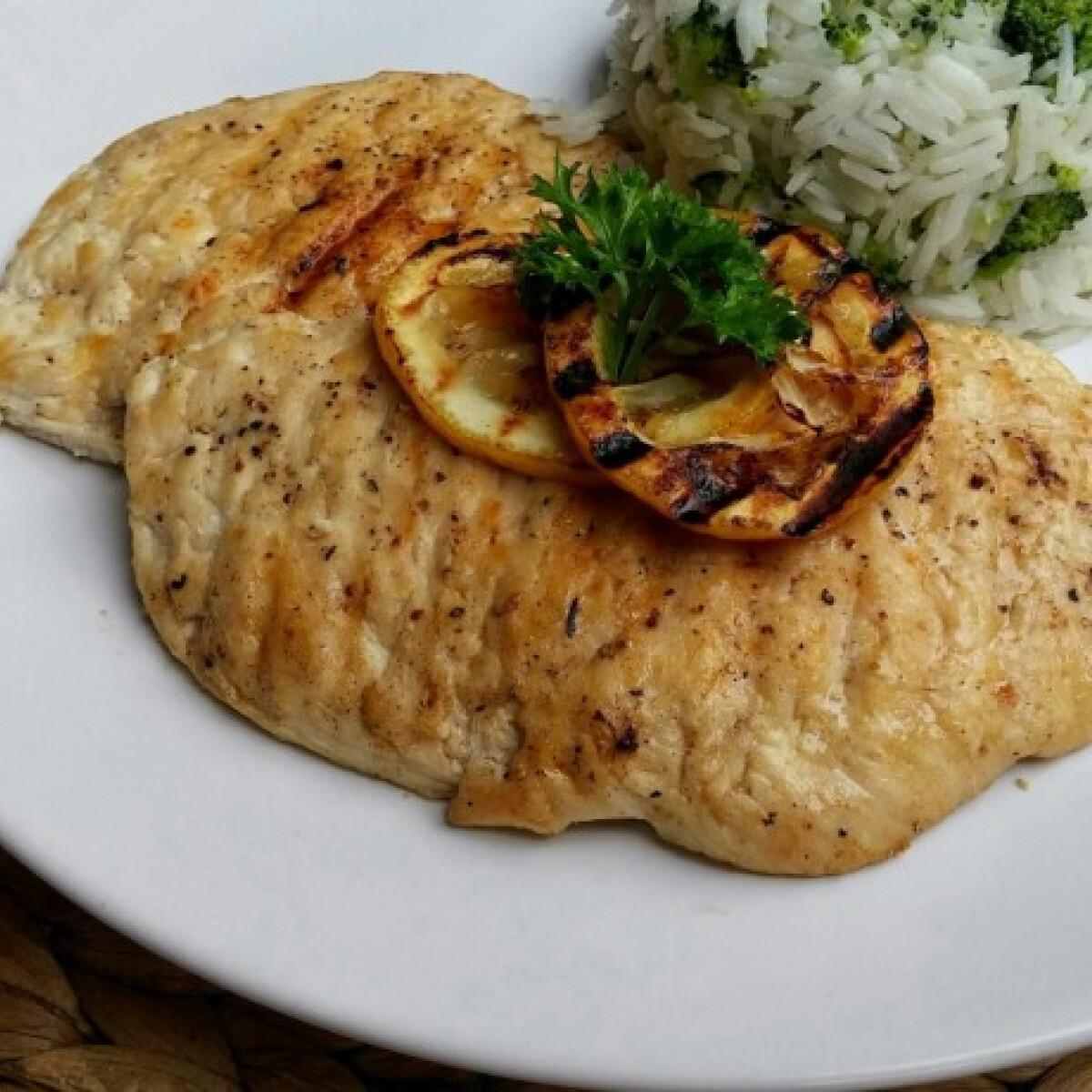Ezen a képen: Citromos csirkemell roston
