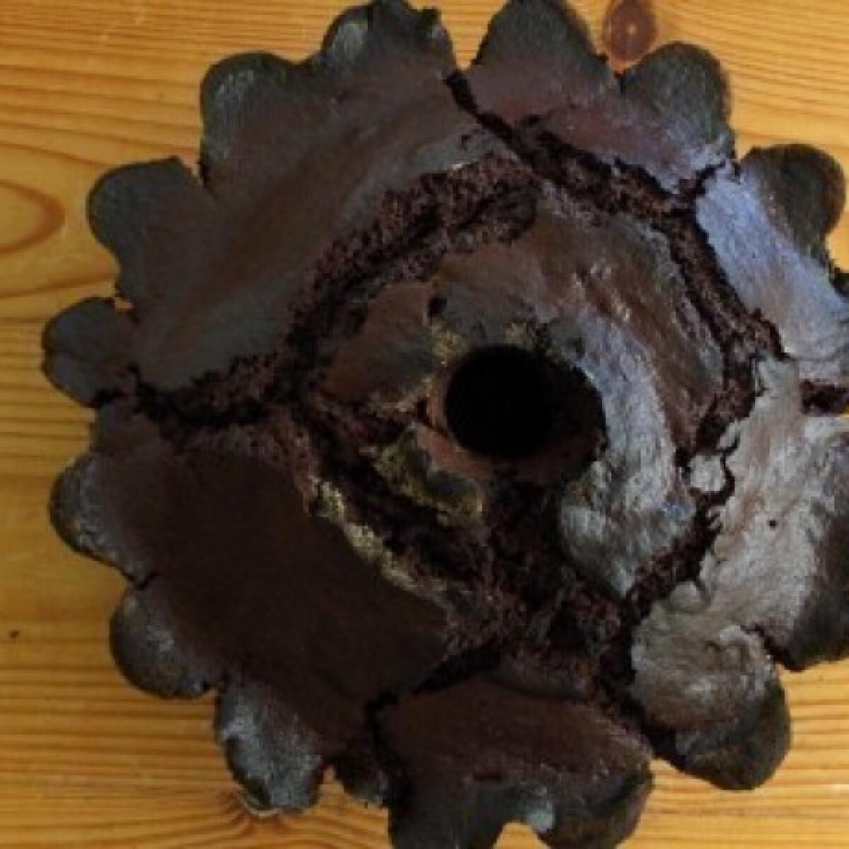 Ezen a képen: Kakaós - tejfölös kuglóf