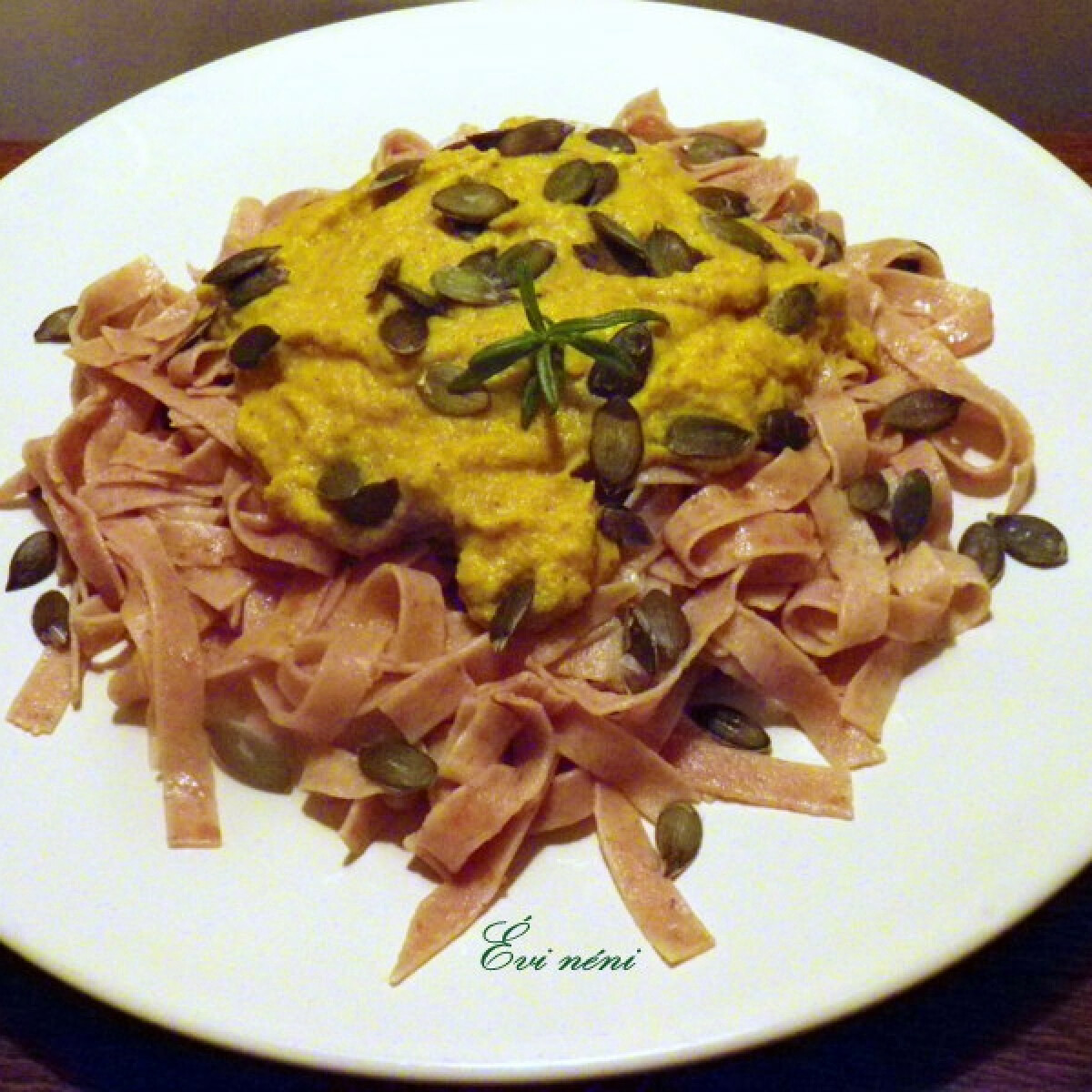 Ezen a képen: Indiai tökpüré tökös tésztával