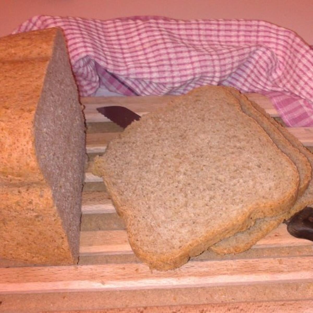 Ezen a képen: Teljes kiőrlésű kenyér kenyérsütőben