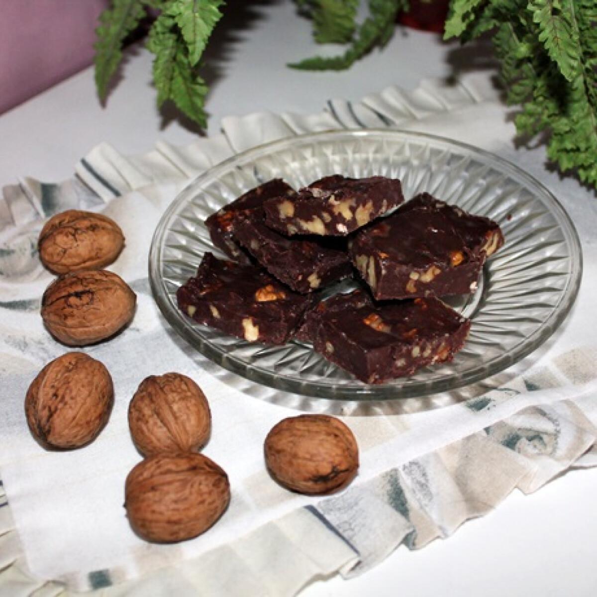 Ezen a képen: Diós csokoládé házilag