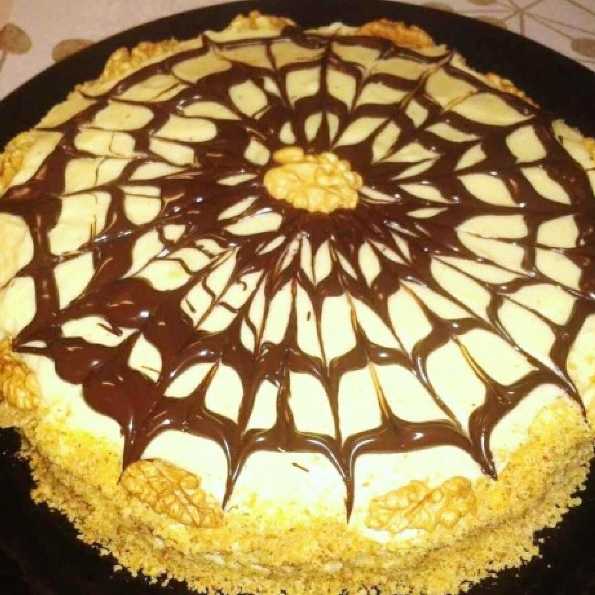 Ezen a képen: Eszterházy-torta mascarponekrémmel