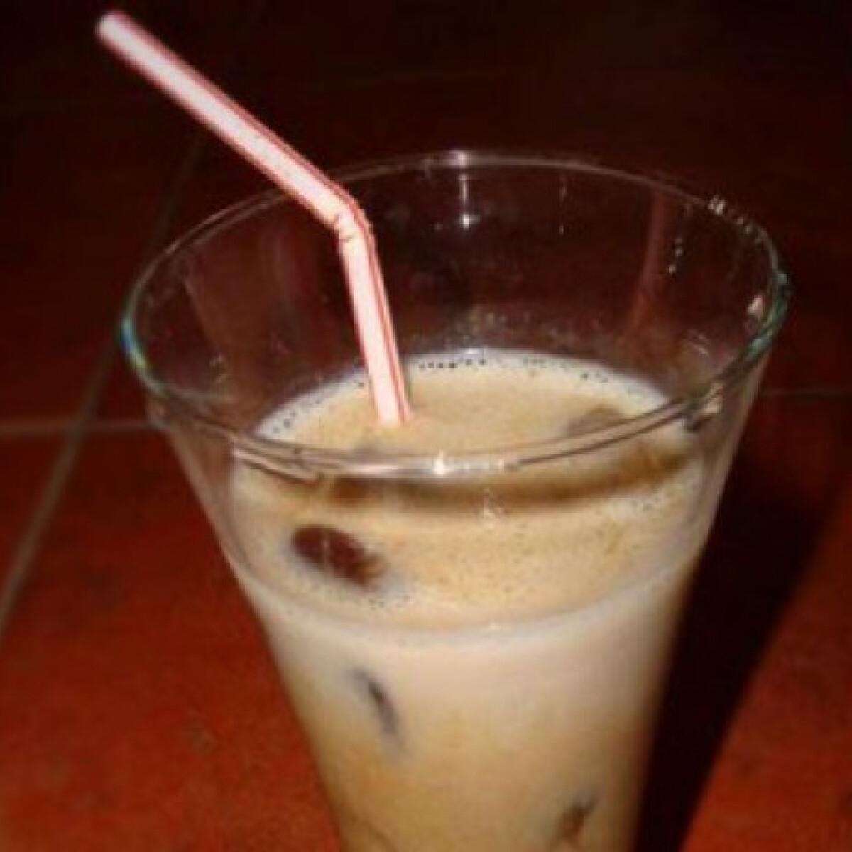 Fehérjedús jeges kávé