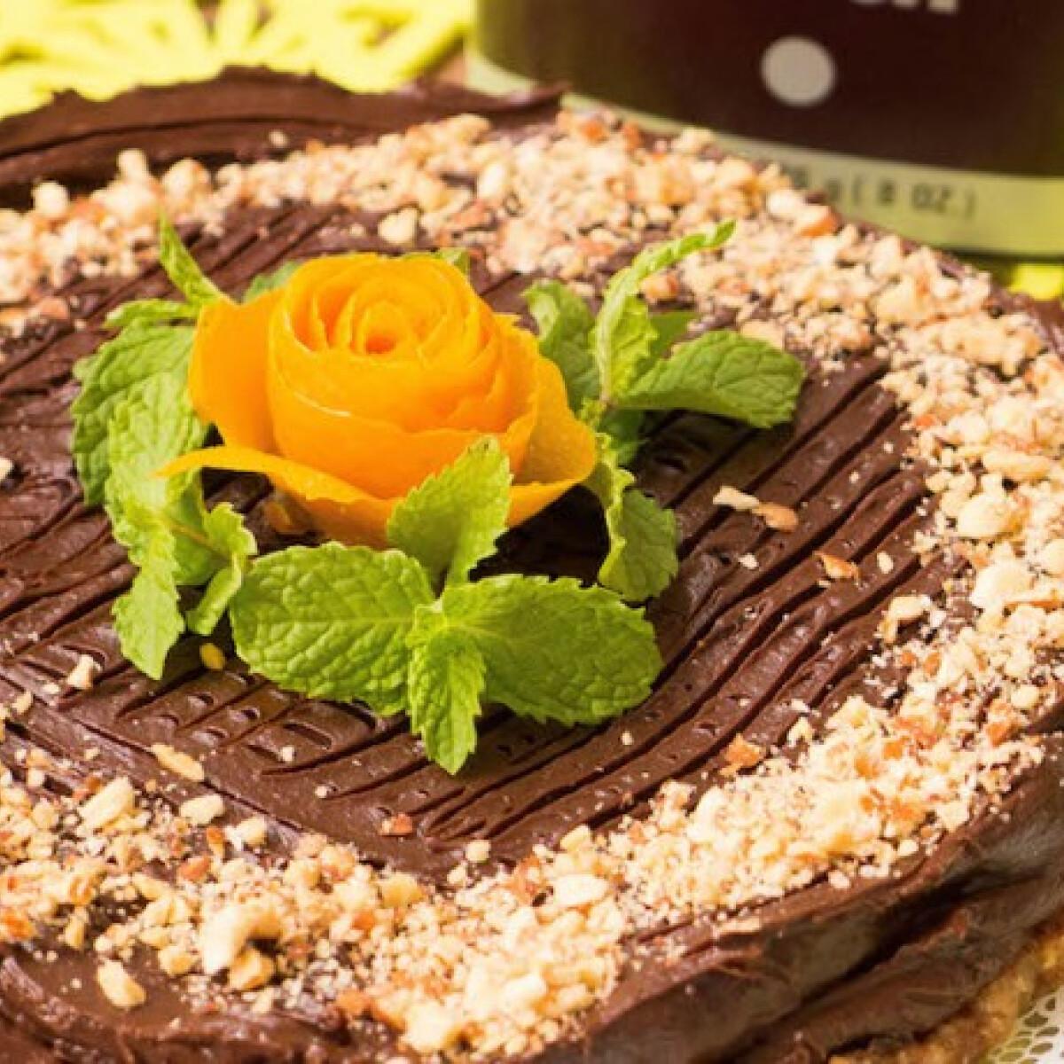Ezen a képen: Mennyei nyers csokoládétorta