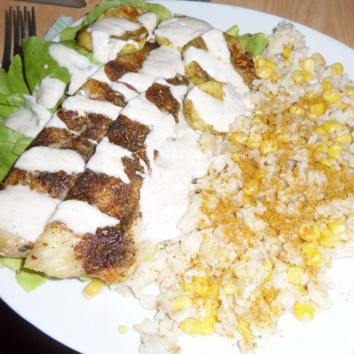 Ezen a képen: Sült hekkfilé barna rizzsel