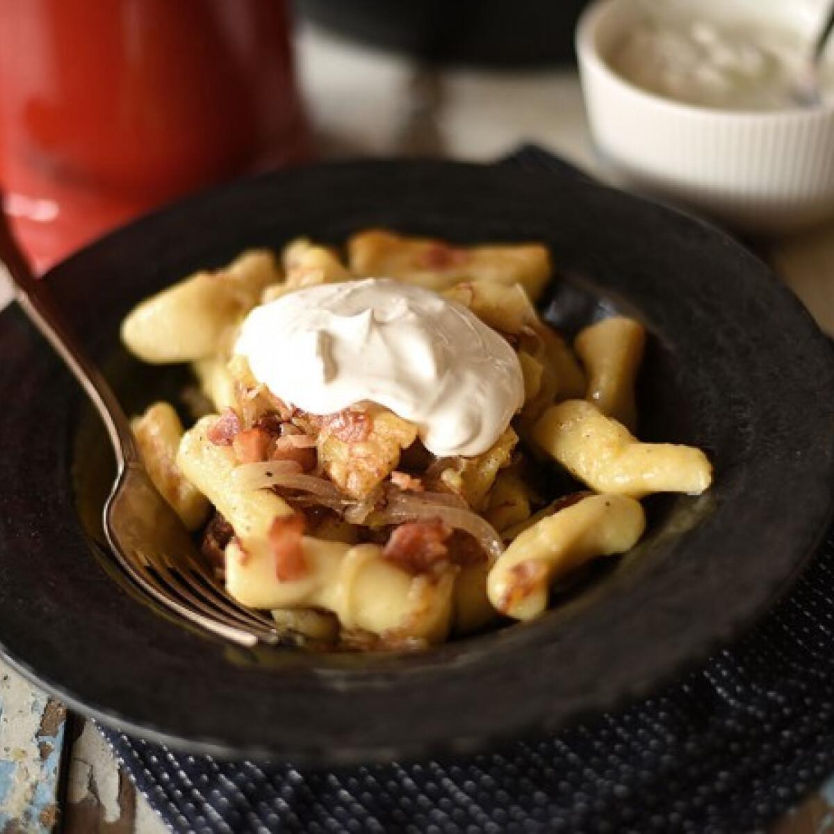 Ezen a képen: Hagymás-baconös nudli