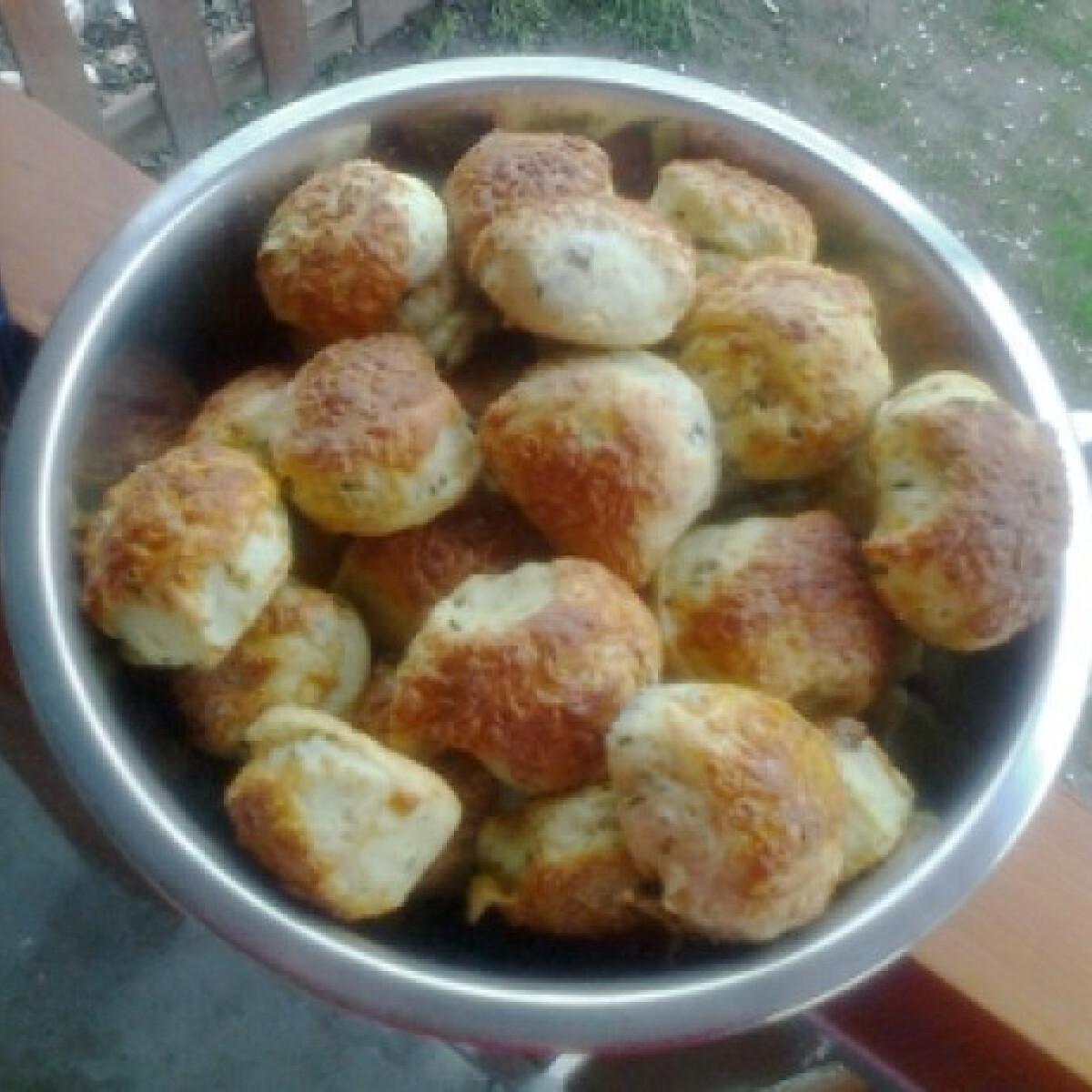Ezen a képen: Medvehagymás-sajtos pogácsa