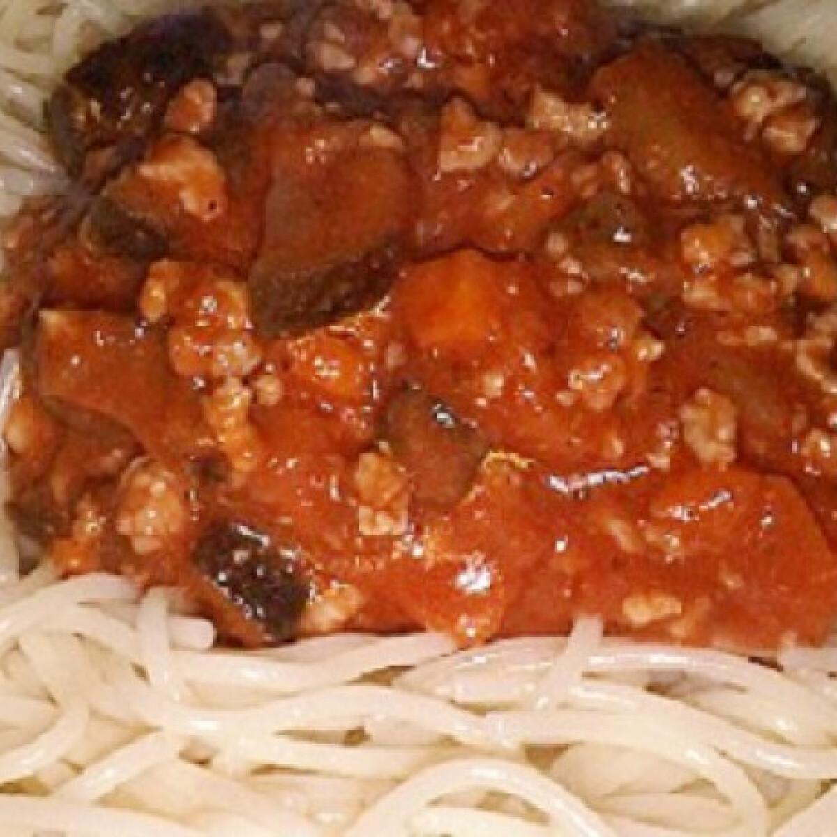 Ezen a képen: Padlizsános-húsos spagetti