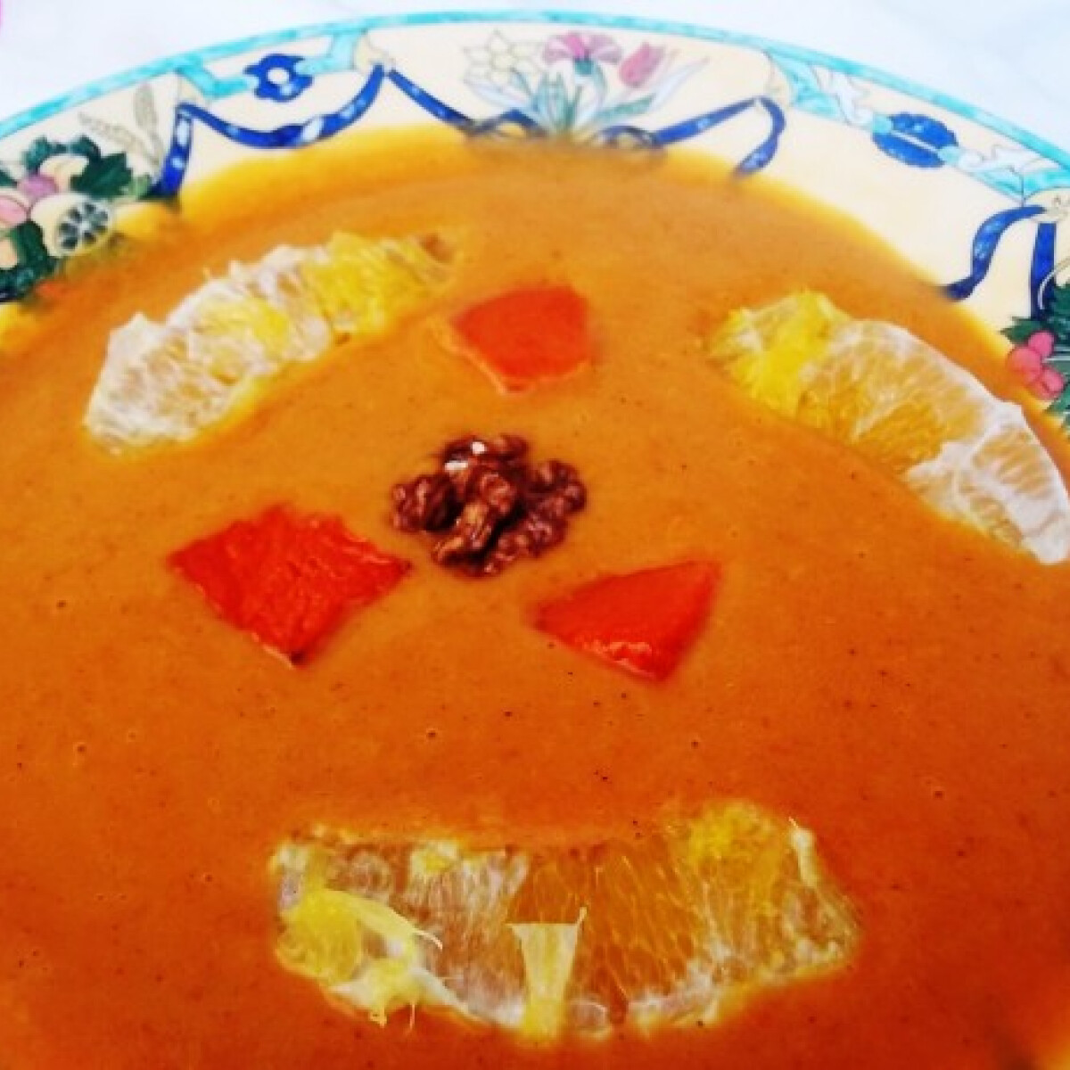 Ezen a képen: Sárgarépás-narancsos sütőtökkrémleves