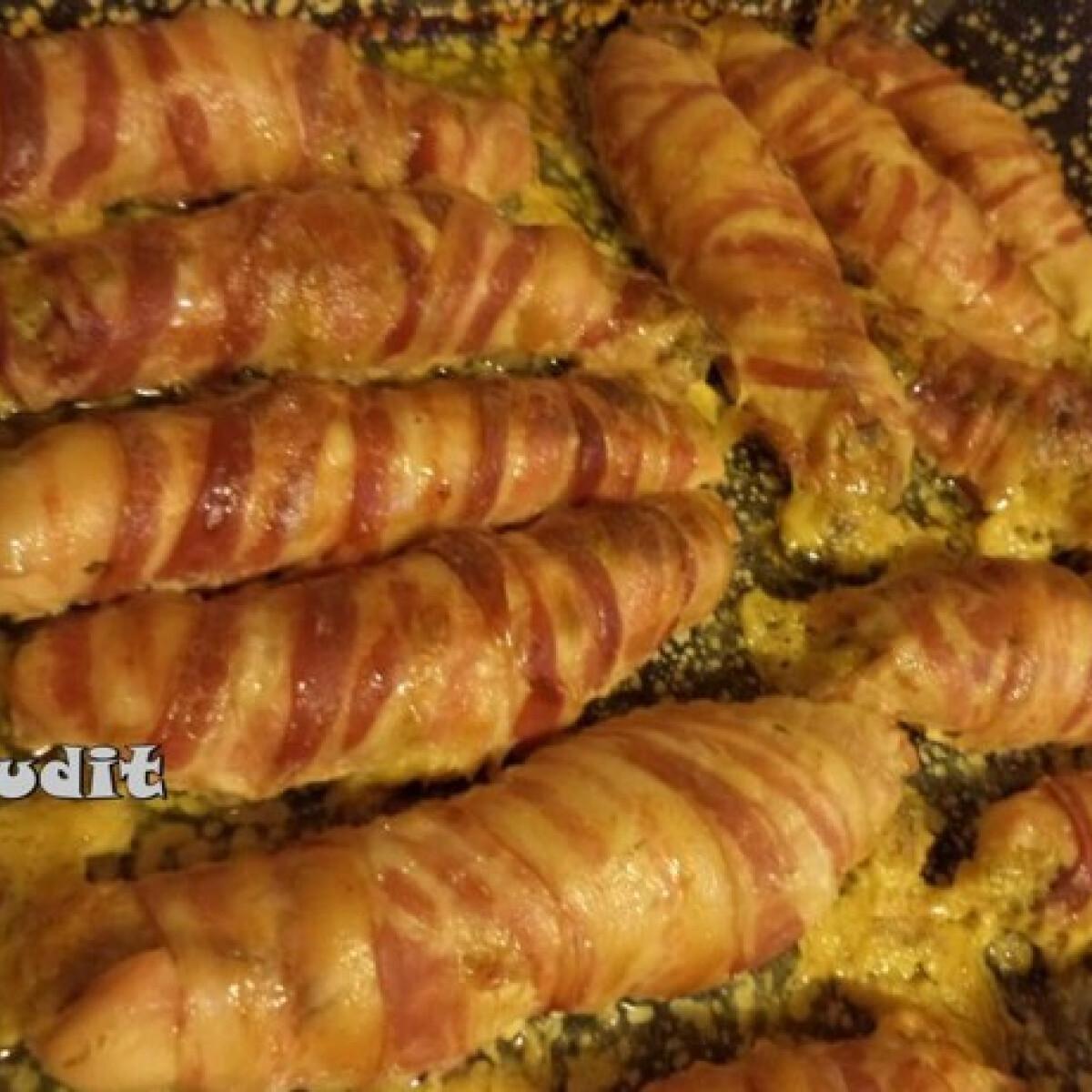 Baconszeletekbe göngyölt töltött csirkemell