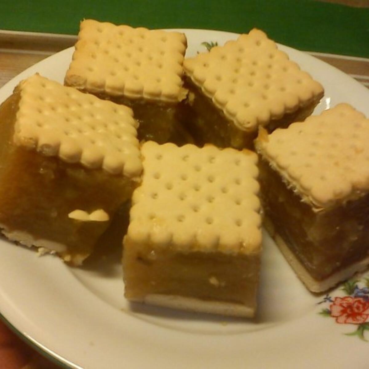 Ezen a képen: Almás keksz ahogy Lcsilla készíti