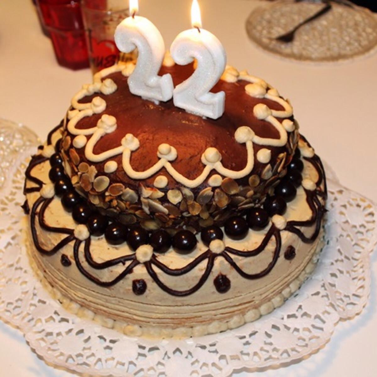 Ezen a képen: Mogyorós-csokoládés emeletes torta Iluskától