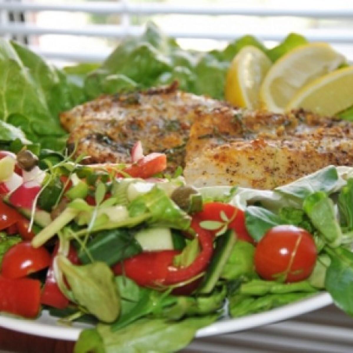 Ezen a képen: Tilápia salátaágyon