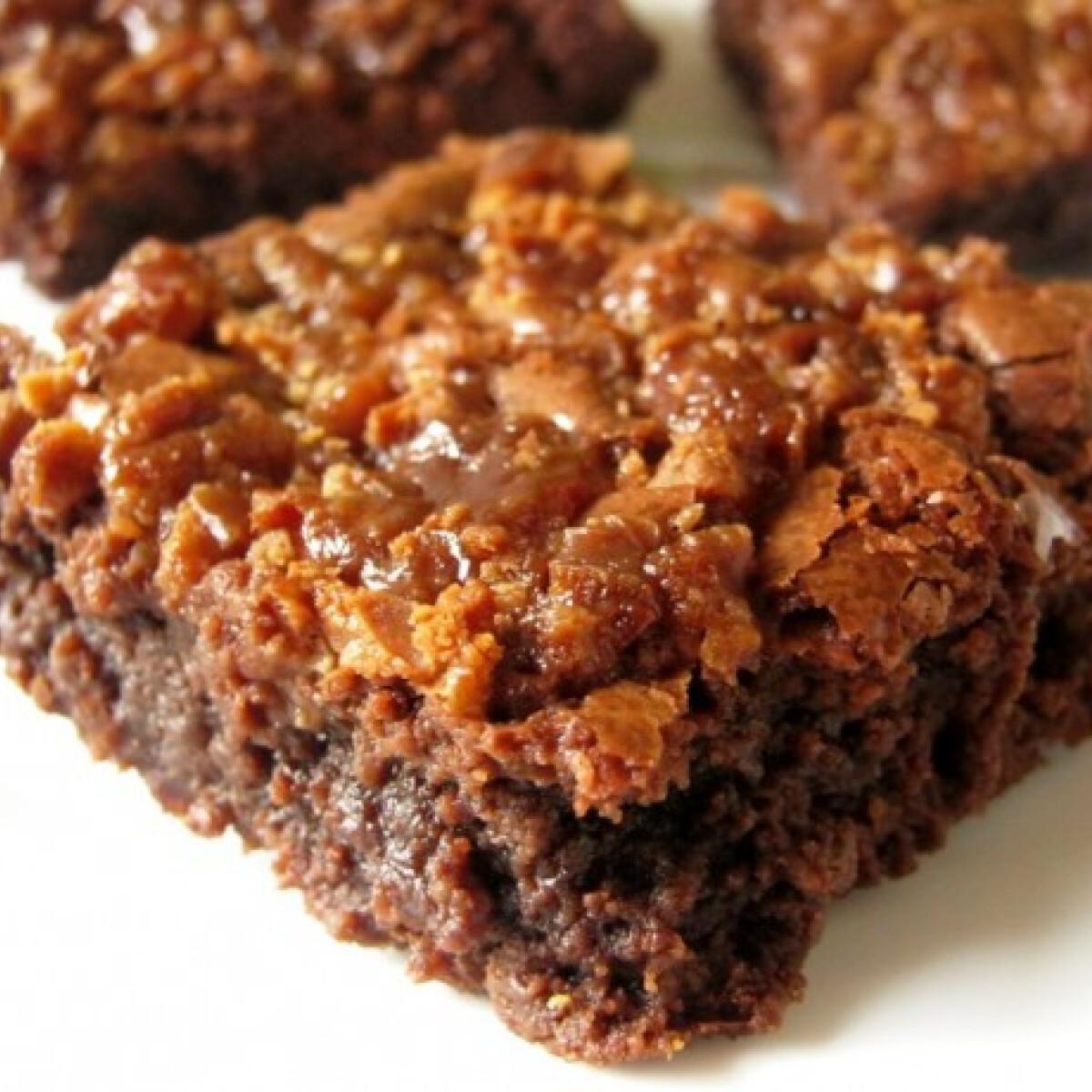 Ezen a képen: Karamellás brownie