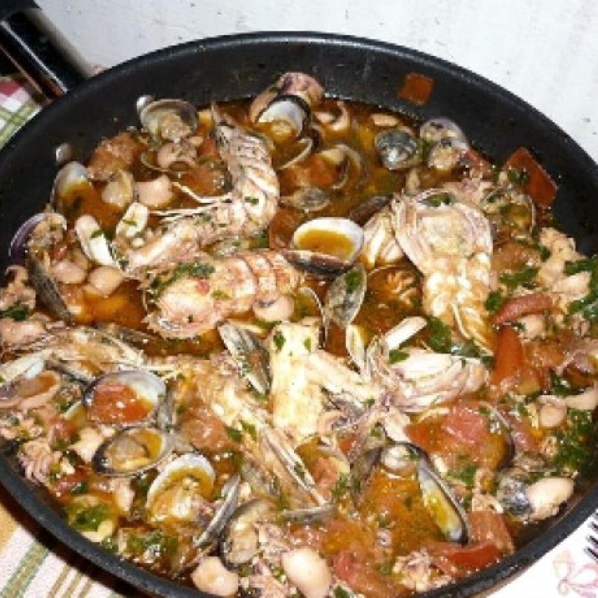 Ezen a képen: Tenger gyümölcse leves SalsaRozától