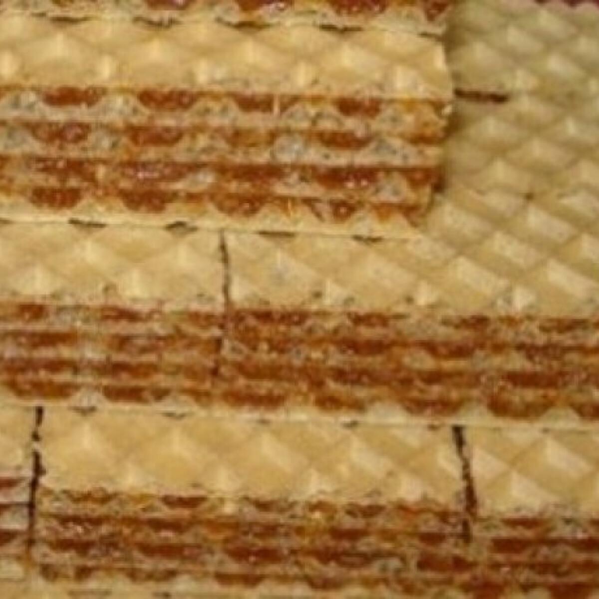 Ezen a képen: Karamellás-diós nápolyi szelet