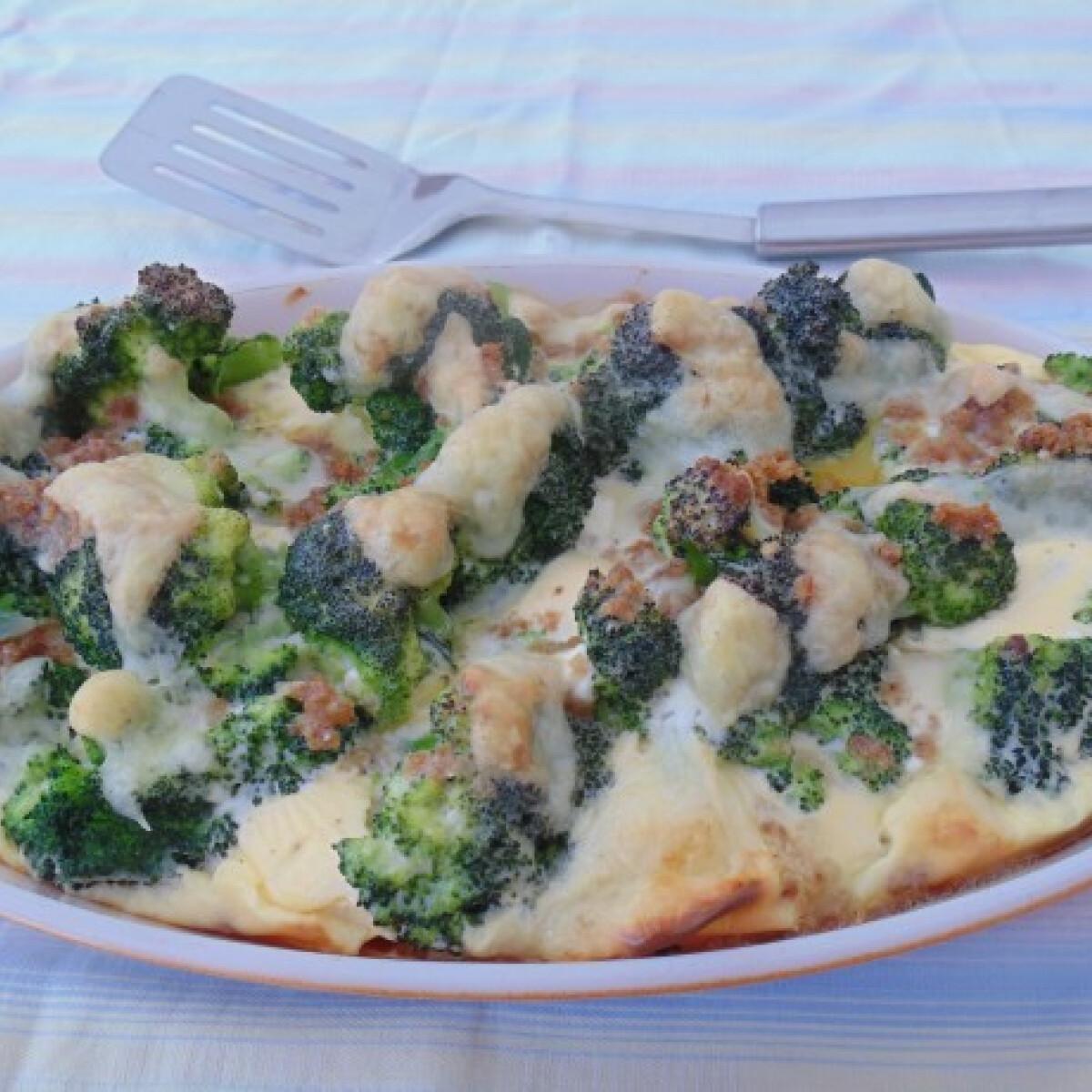 Ezen a képen: Rakott brokkoli egyszerűen és egészségesen