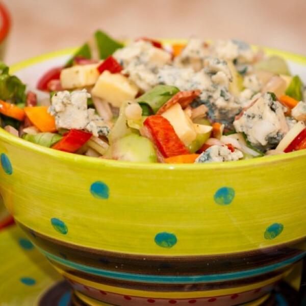 Márványsajtos nyári saláta