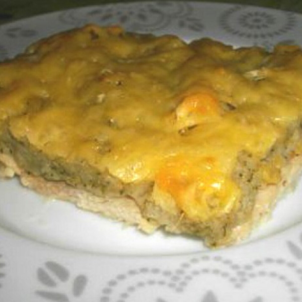 Ezen a képen: Fűszeres-sajtos burokban sült csirkemell