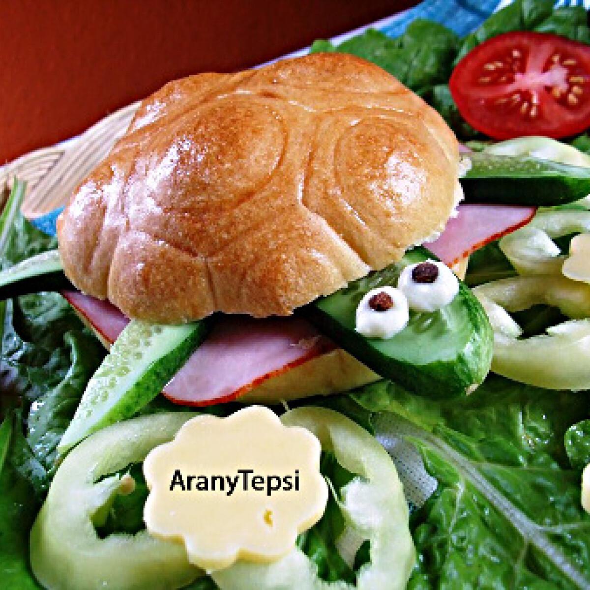 Ezen a képen: Zsemle teknős szendvicshez