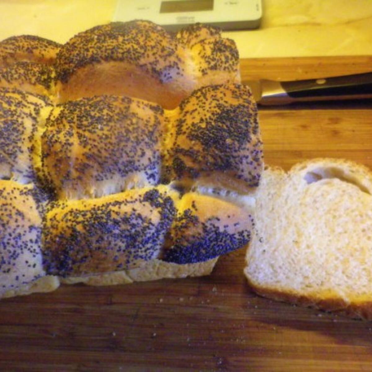 Ezen a képen: Mákos kenyér