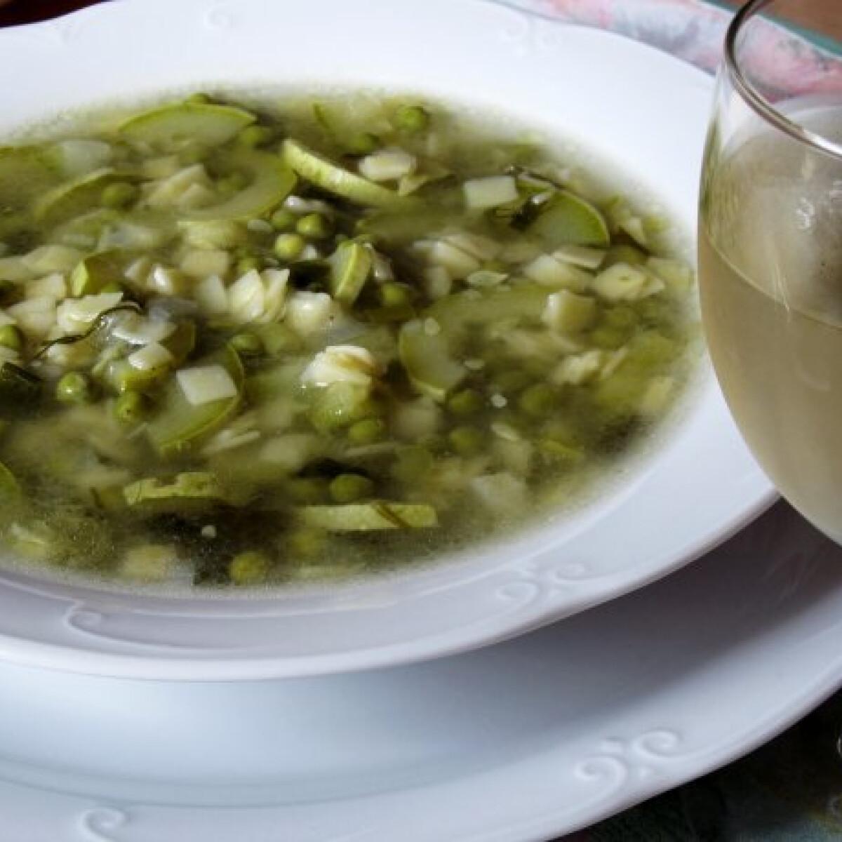 Ezen a képen: Zöldségleves cukkinivel és tésztával